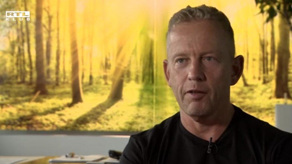 """Schobert Norbi kifakadt: """"Legalizálni akarják az emberek számára a tuti halált"""""""