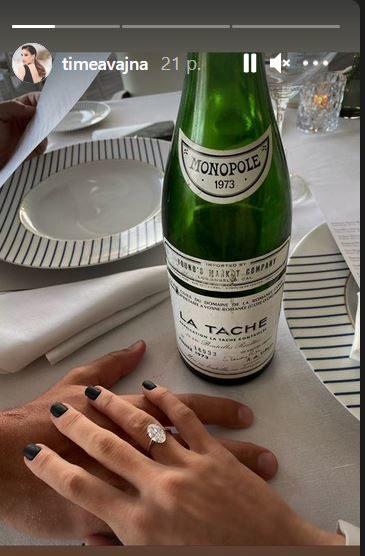 Az eljegyzési gyűrűt is megmutatta Vajna Tímea