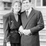 Sarah Ferguson és András herceg a Buckingham Palota kertjében fogadták a fotósokat 1986 márciusában, az eljegyzésük bejelentése után