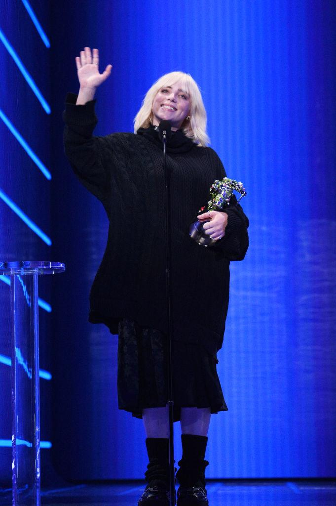 Billie Eilish ruhája az MT VMA 2021-en