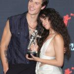 Idén nem készült ilyen közös kép Shawn Mendesről és Camila Cabelloról, mint a két évvel ezelőtti MTV gálán