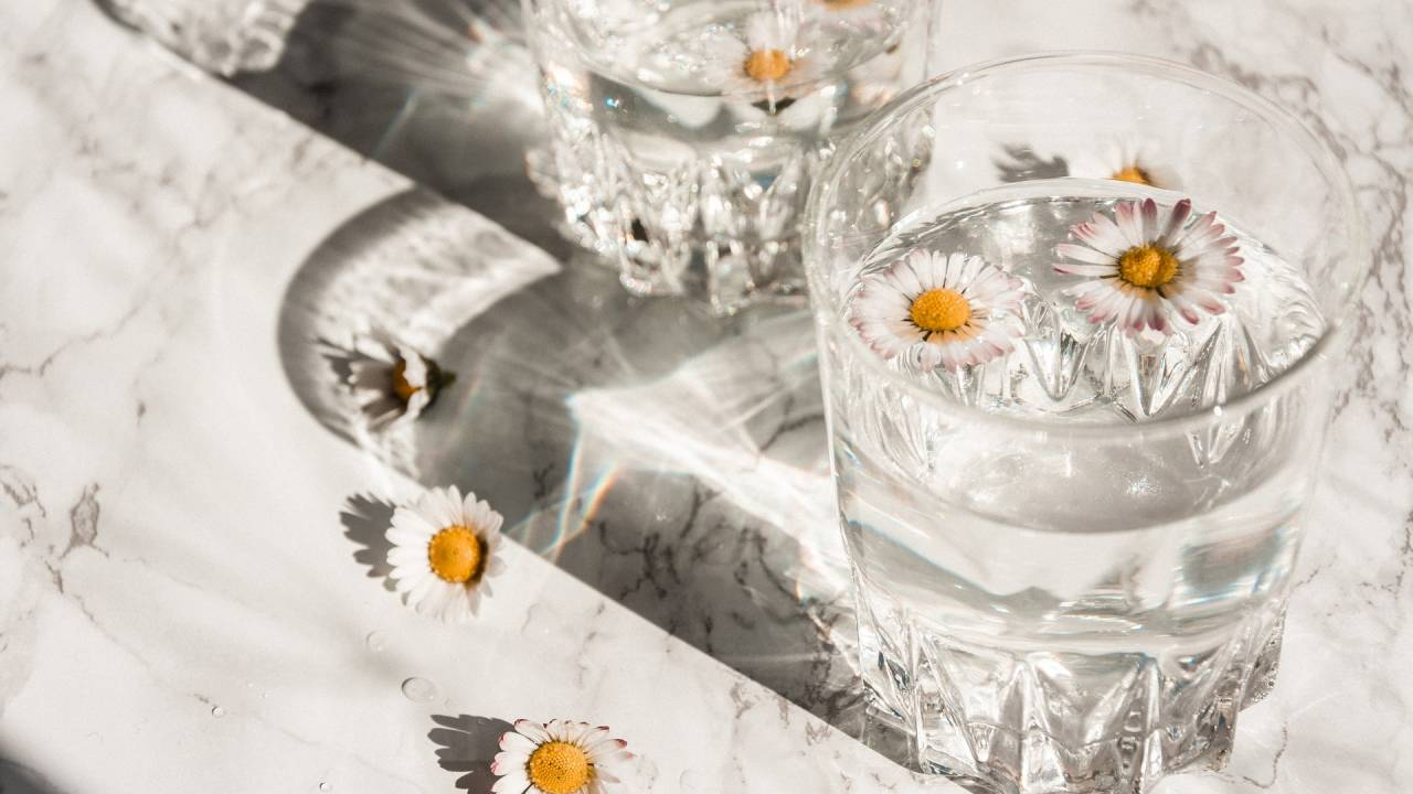 víz virággal
