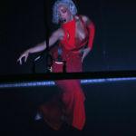 Doja Cat piros ruhában adta elő a dalát az MTV VMA díjátadóján