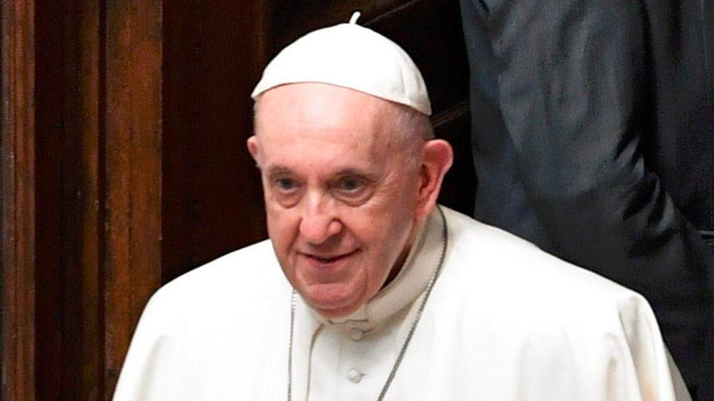 Ferenc pápa már el is hagyta Budapestet, Pozsonyba tart az egyházfő