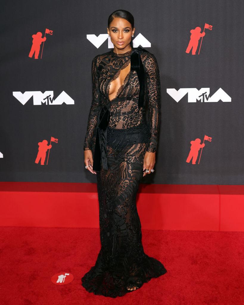 Ciara elegáns volt az áttetsző ruhában is az MTV VMA 2021-en