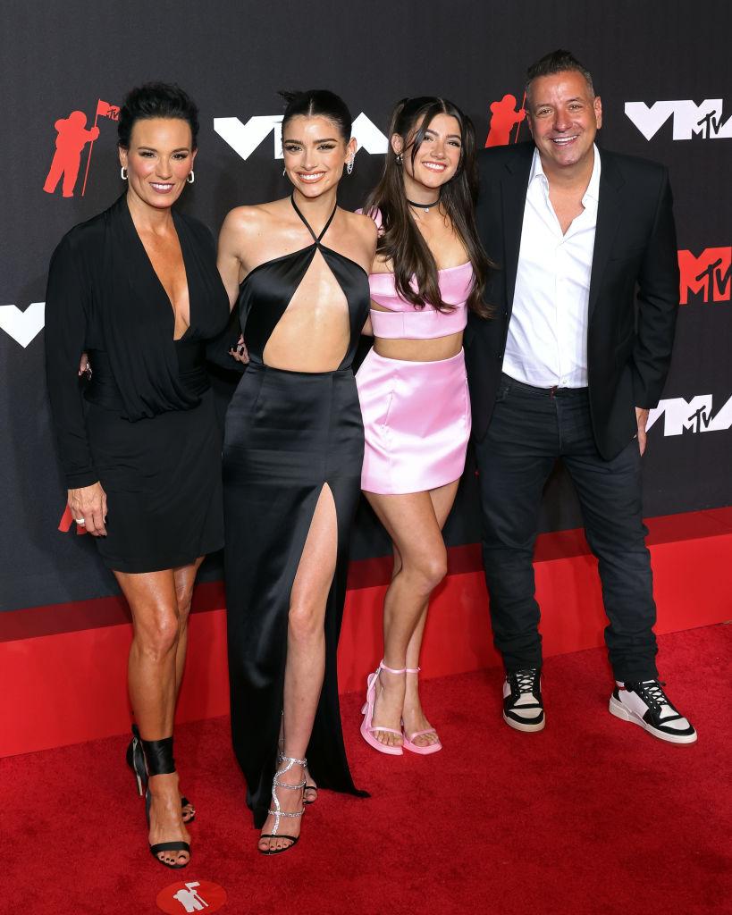 Heidi D'Amelio, Dixie D'Amelio, Charli D'Amelio, és Marc D'Amelio a leghíresebb influenszer cslaád a világon - ők is részt vettek az MTV Video Music Awards idei gáláján
