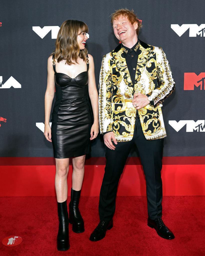 Maisie Peters és Ed Sheeran együtt érkeztek az MTV VMA idei gálájára