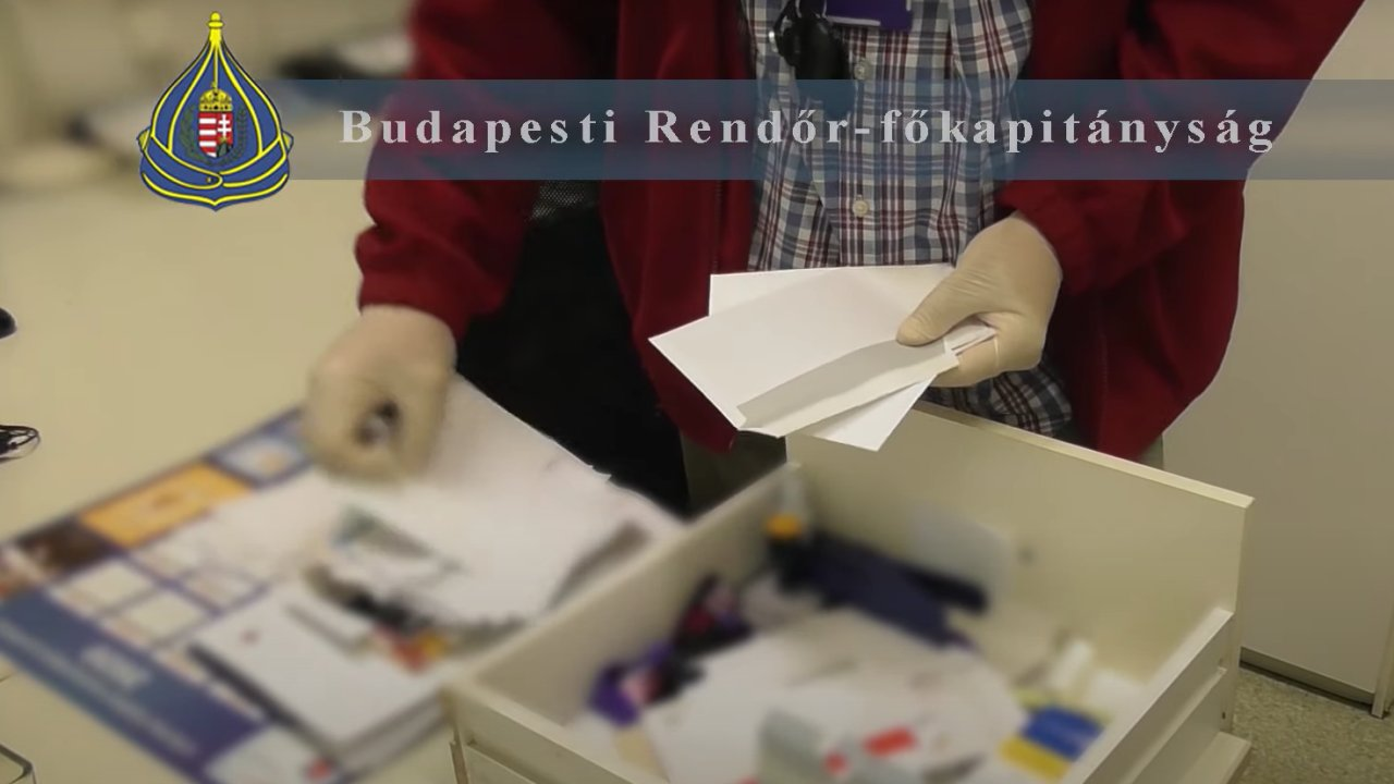 200 boríték lapult a fiókban – Hálapénz elfogadásával gyanúsítanak két budapesti főorvost és egy asszisztenst