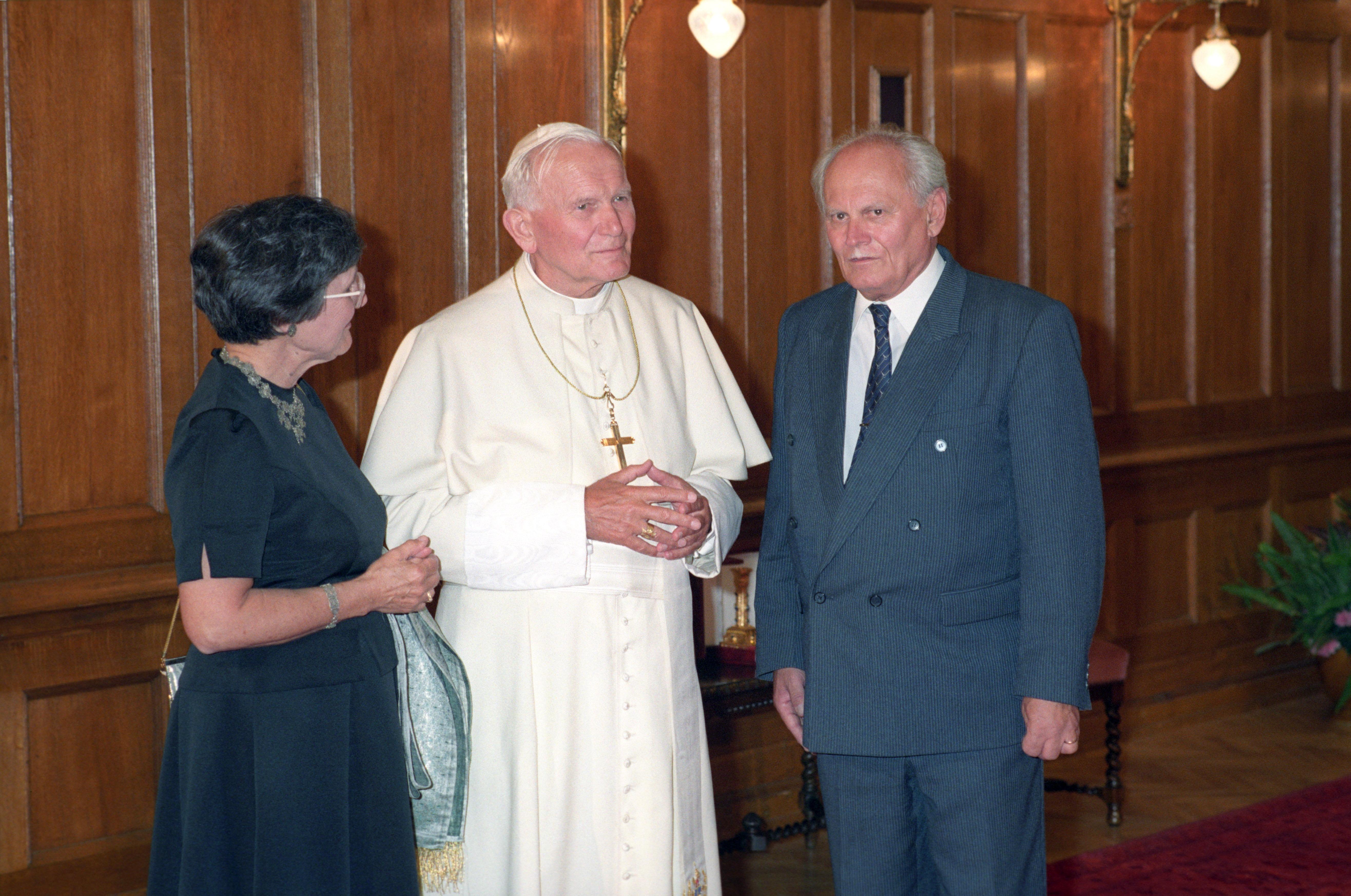 Göncz és a pápa