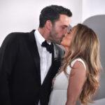 Ben Affleck és Jennifer Lopez csókja a vörös szőnyegen