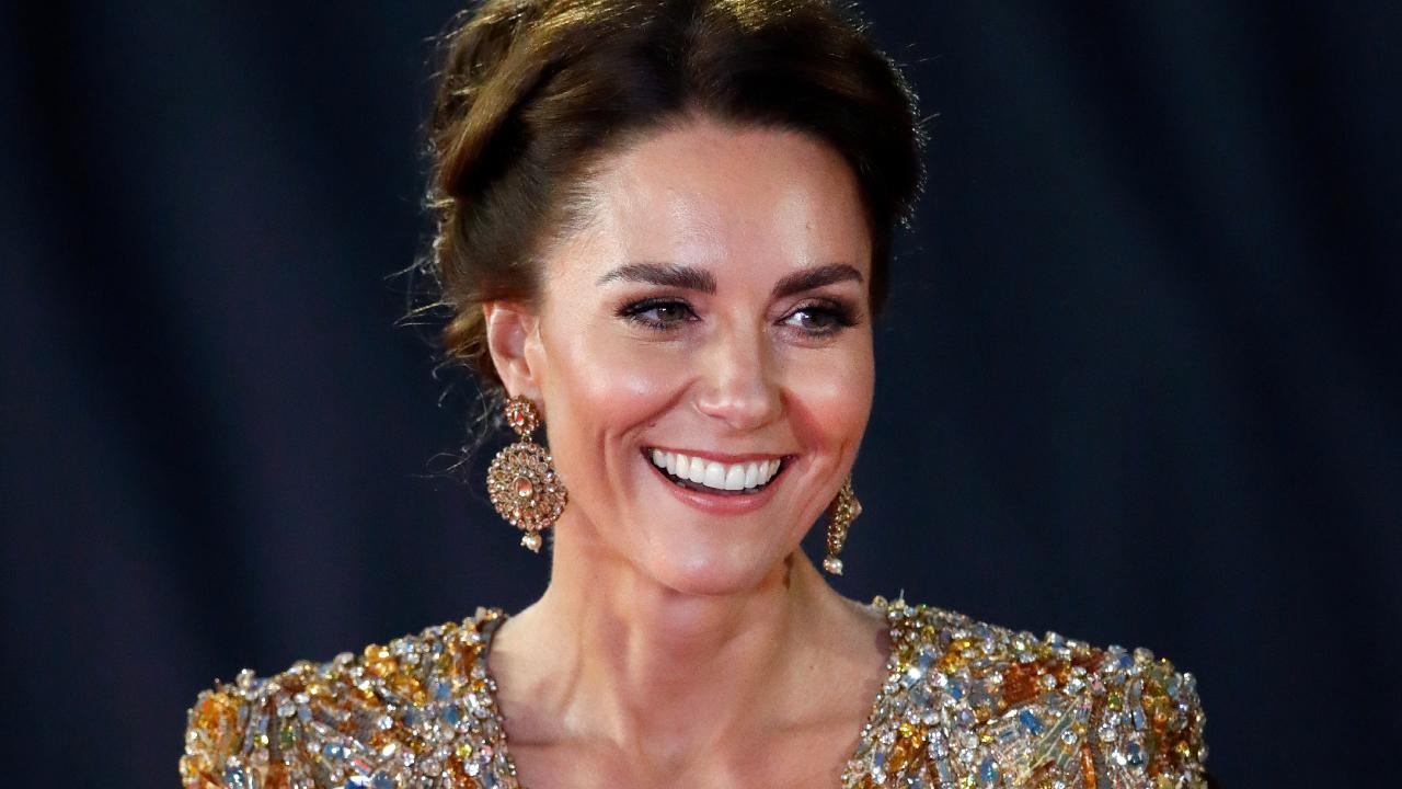Katalin hercegné arany ruhában jelent meg a James Bond bemutatóján