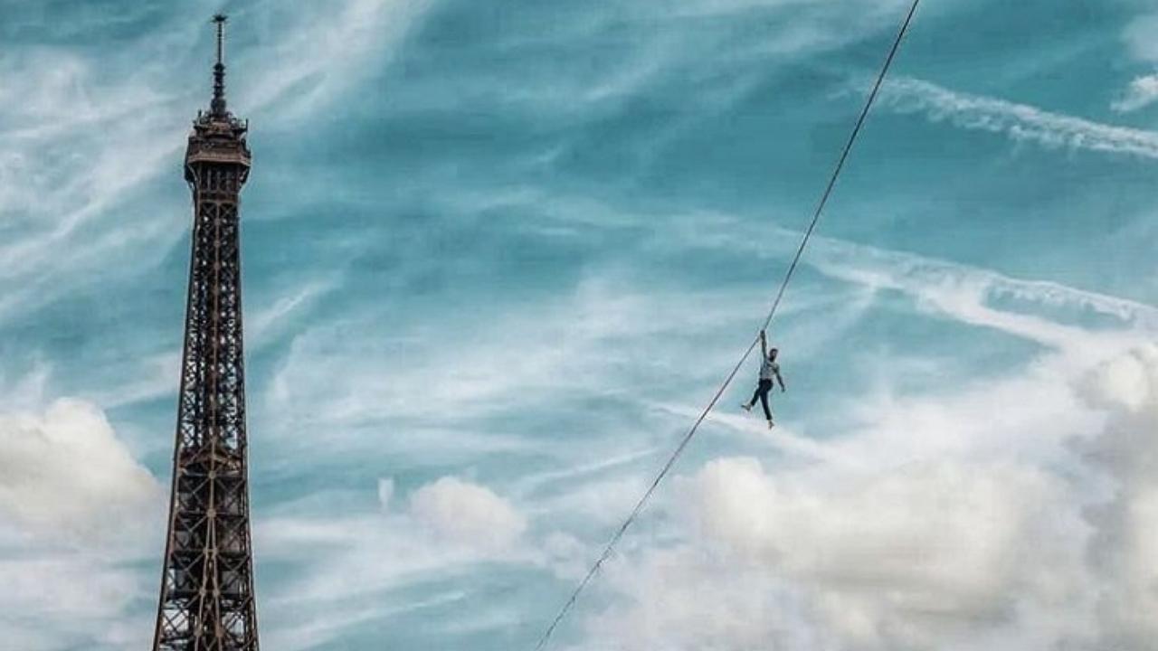 30 percig tartotta lázban a járókelőket a kötéltáncos, aki 70 méterrel a Szajna felett egyensúlyozott