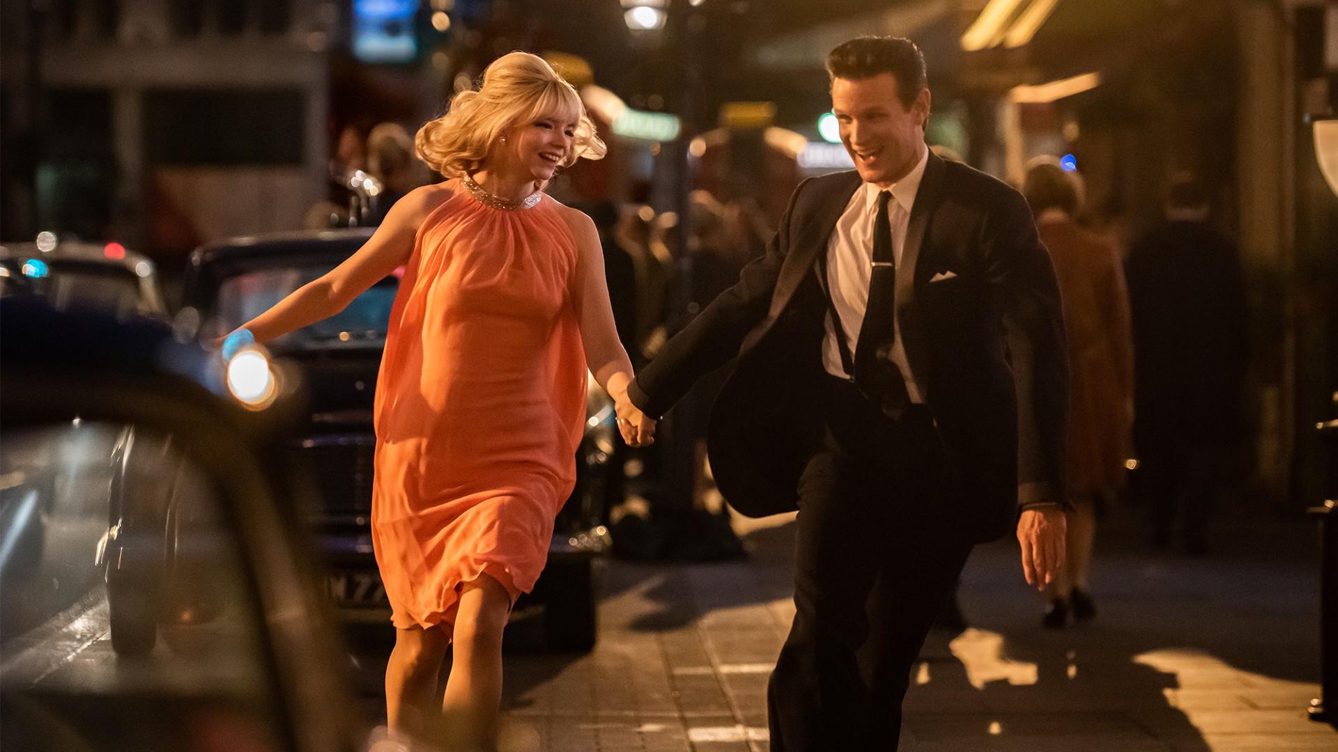 Anya Taylor-Joy és Matt Smith az Utolsó éjszaka a Sohoban című filmben (fotó: UIP-Duna Film)