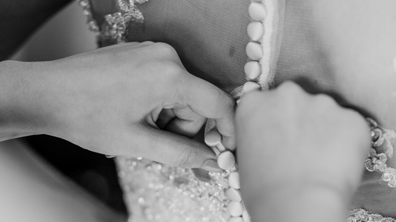 A fekete menyasszonyi ruha a legújabb trend