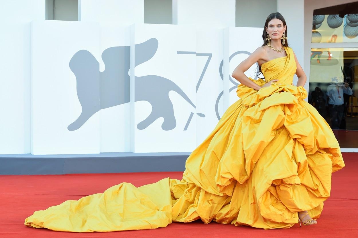 Bianca Balti a Velencei Filmfesztiválon, Dolce & Gabbana estélyiben