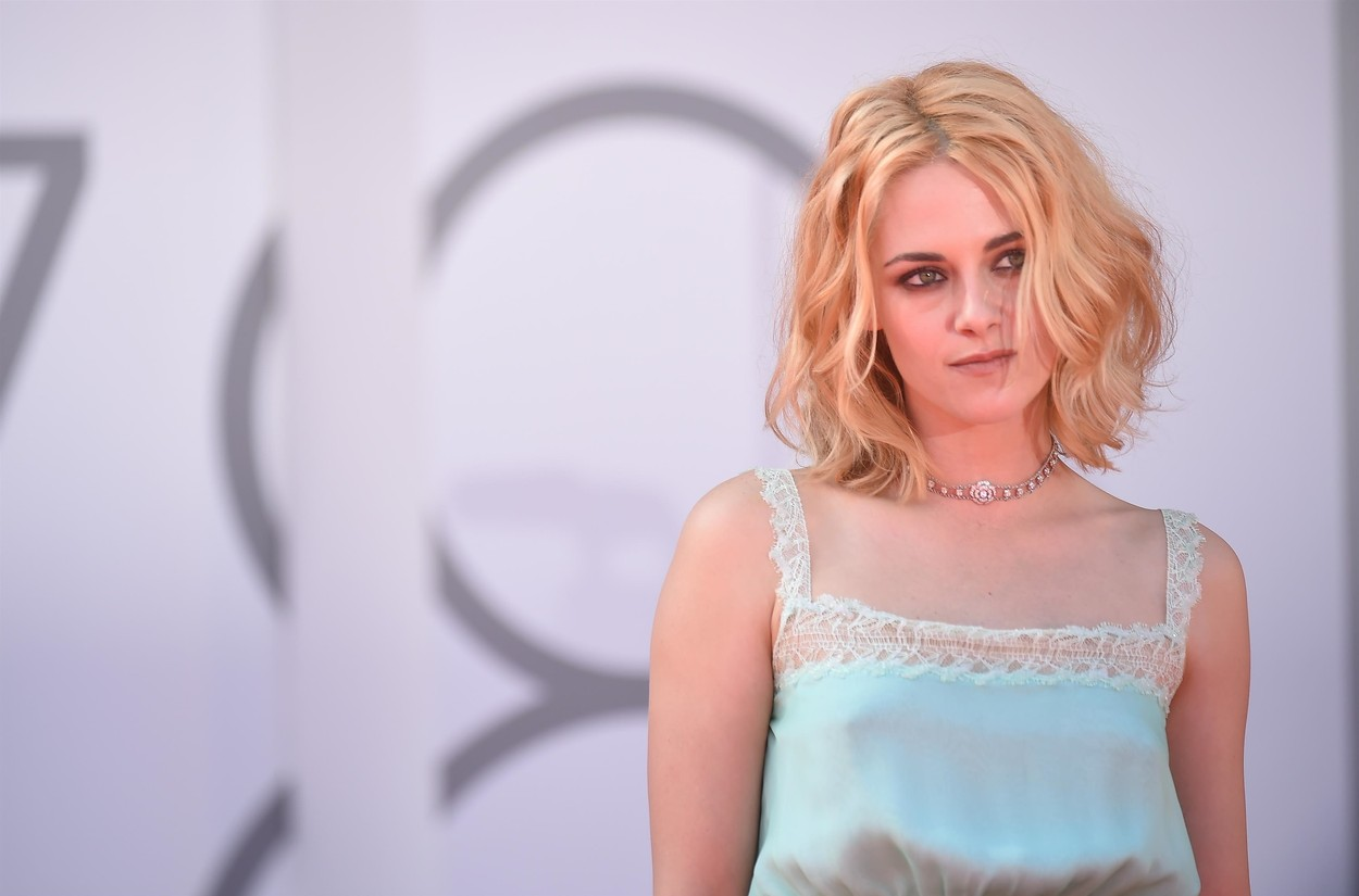 Kristen Stewart a Spencer velencei vörös szőnyeges premierjén (fotó: Profimédia)