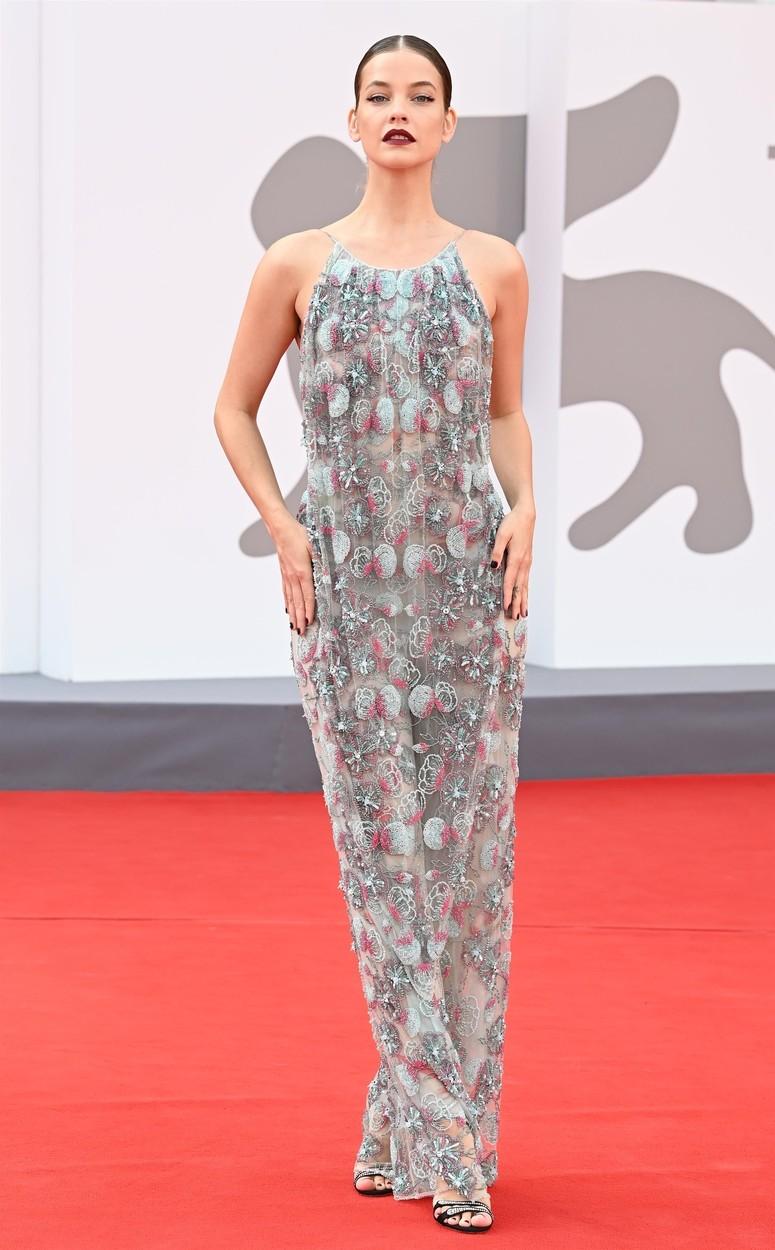 Palvin Barbara a Dűne premierjén, Armani Privé ruhában.