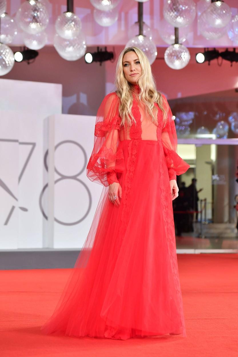Kate Hudson a Velencei Filmfesztiválon, Valentino ruhában