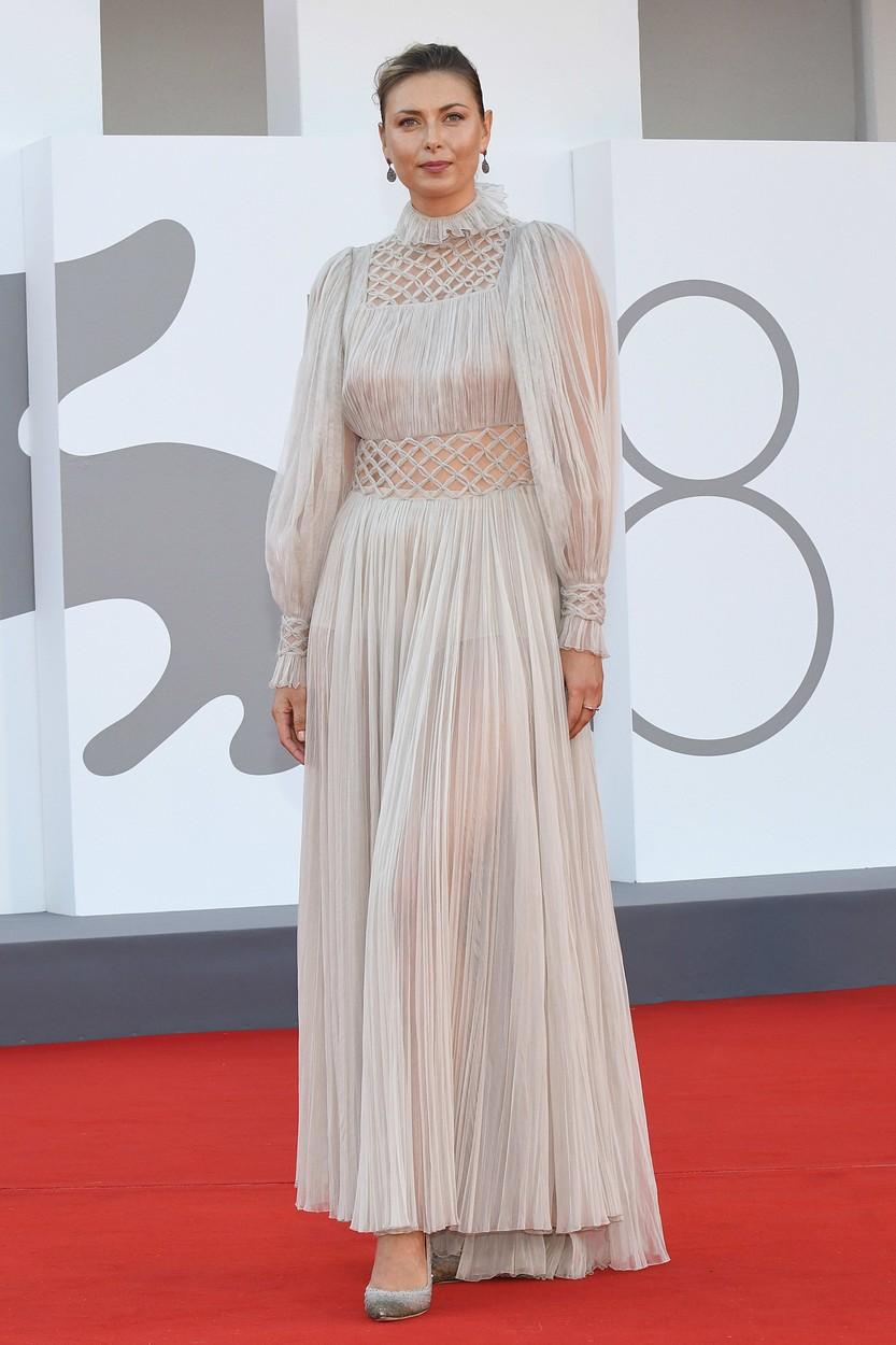 Maria Sharapova Dior Haute Couture ruhában a Velencei Filmfesztiválon.