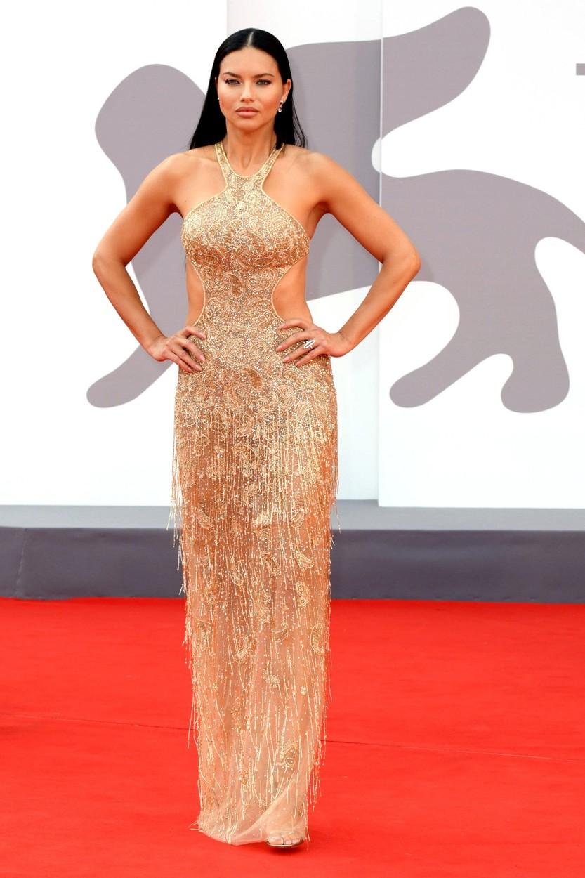 Adriana Lima Etro ruhában a Velencei Filmfesztiválon