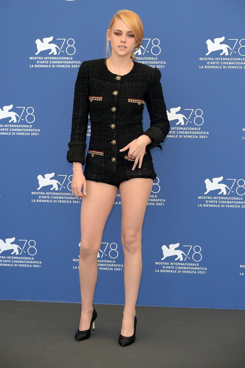 Kristen Stewart Chanel ruhában a Velencei Filmfesztiválon