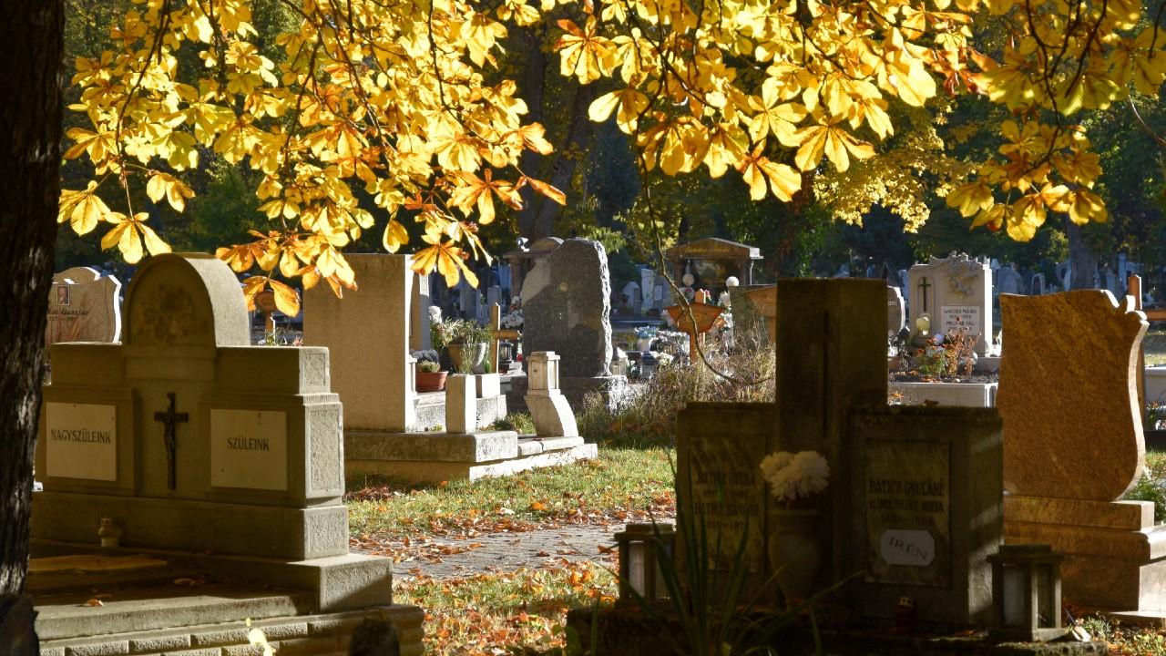 Így alakul a fővárosi temetők nyitvatartása a hétvégén