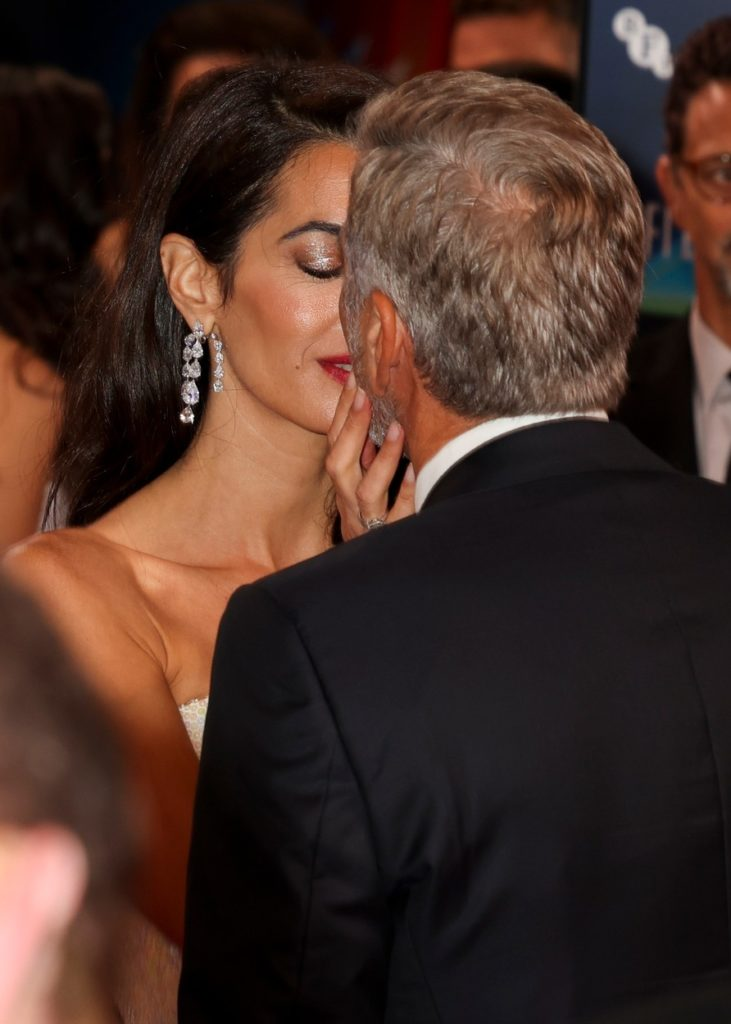 Amal Clooney és George Clooney jól érezték magukat a londoni filmfesztiválon