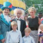 Diana hercegnő fiaival, Vilmos herceggel és Harry herceggel a Le Cirque du Soleil előadásán, 1990-ben.