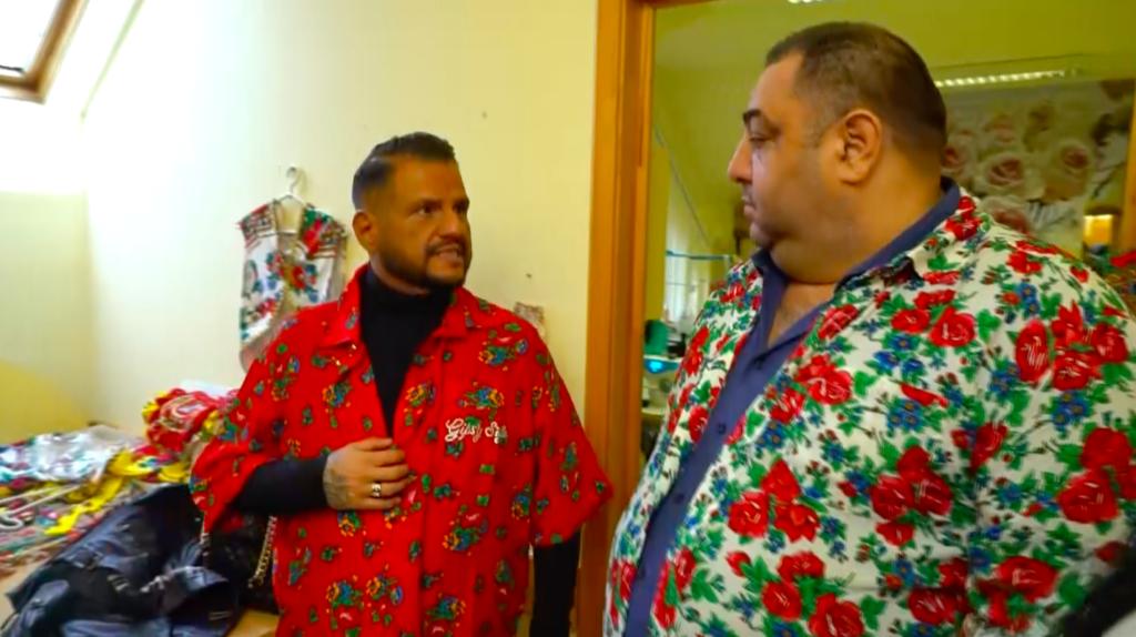 Emilio és barátja, Andris a ruhapróbán