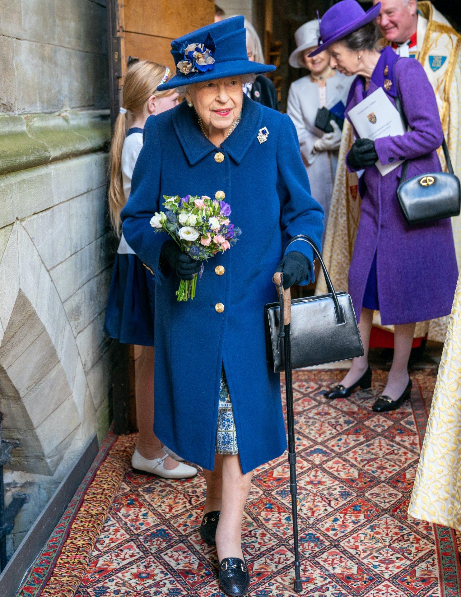 II. Erzsébet királynő bottal ment egy eseményre