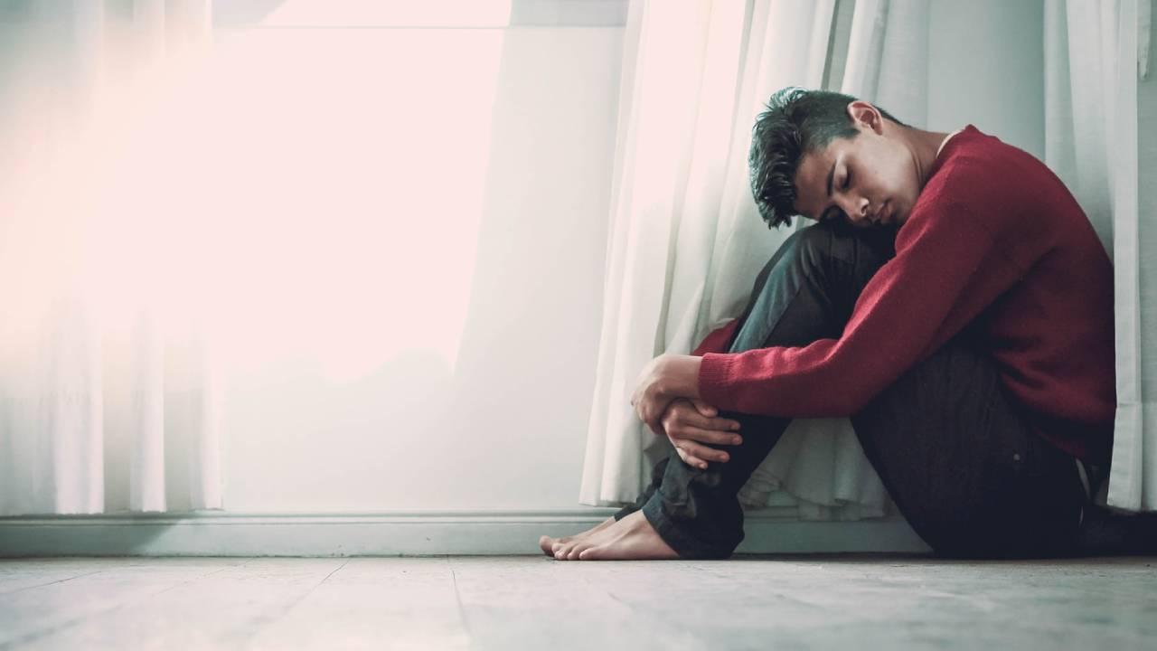 összetört szívű férfi