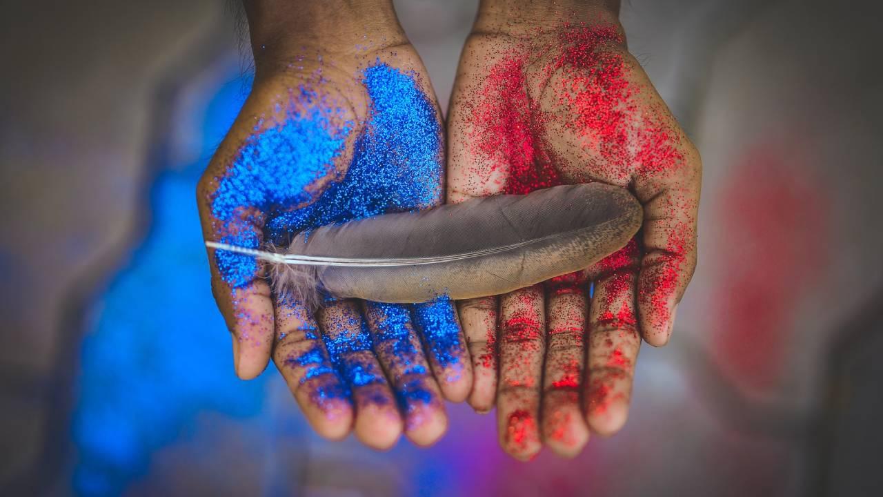 toll színes kézben