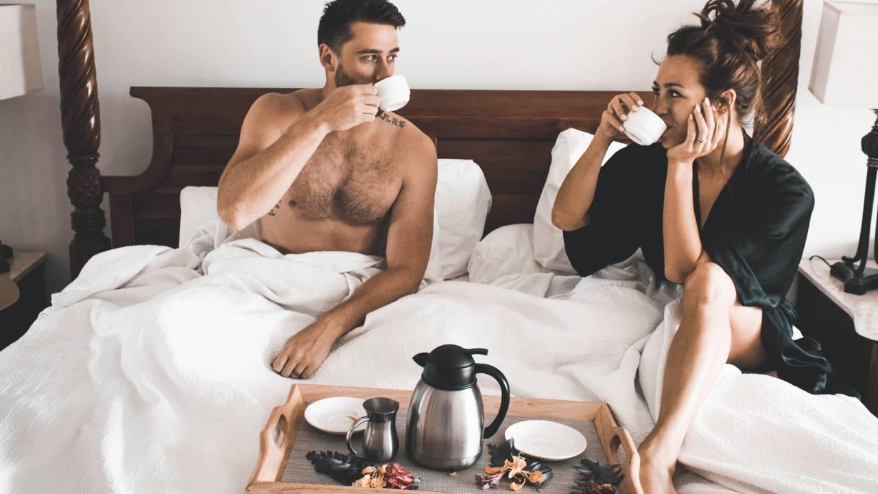 szerelmespár az ágyban