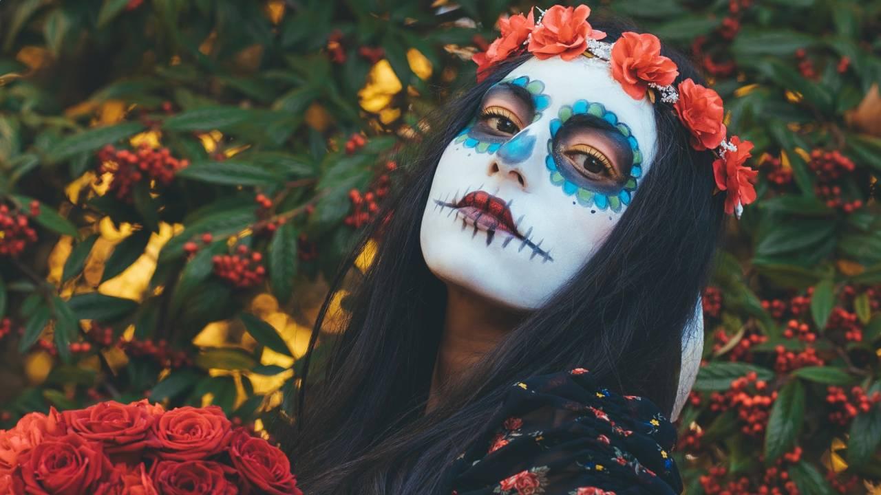 nő halloween jelmezben