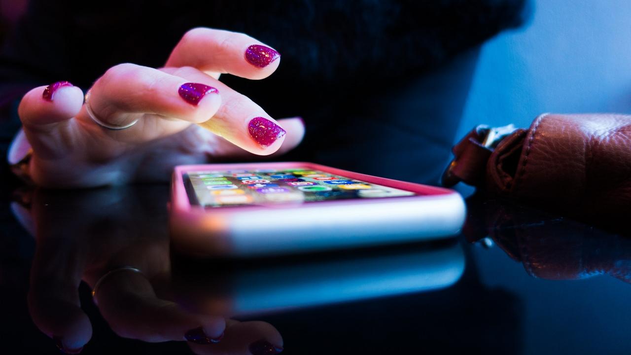Tizennyolcezerszer kereste telefonon volt barátnőjét, zaklatással vádolják