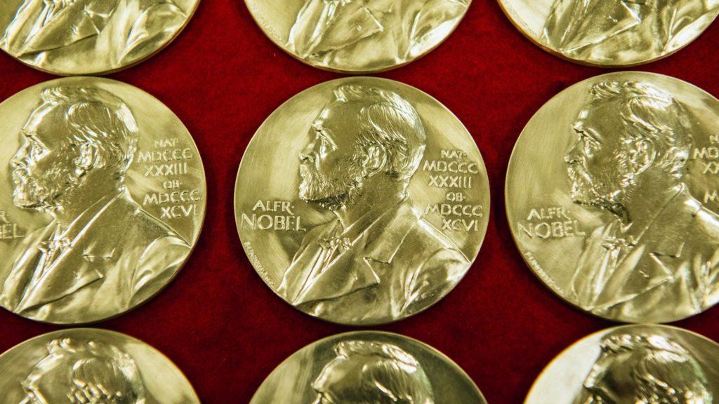 Két magyar szerző is esélyes az irodalmi Nobel-díjra