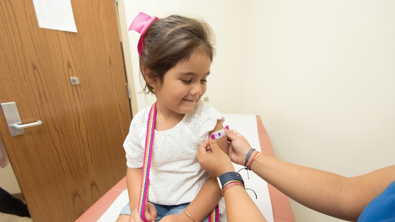 Engedélyezhetik az 5 és 11 év közötti gyermekek beoltását